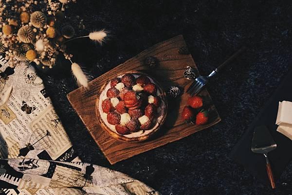 鋼琴師%26;法式甜點的勳章 白乳酪卡士達草莓山NT$850_1.jpg
