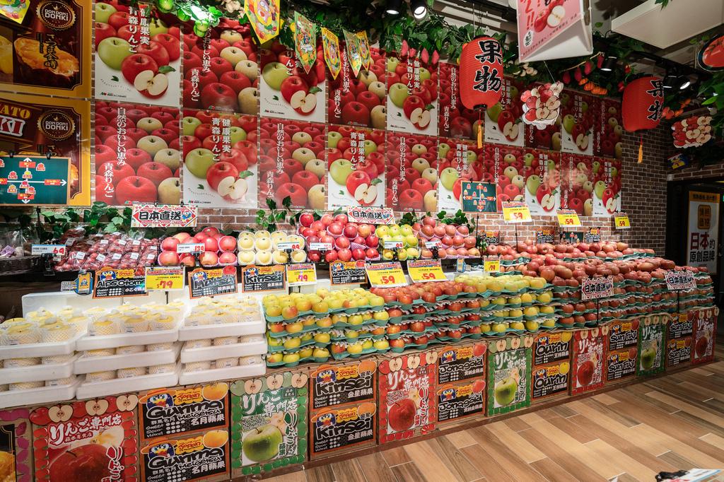 4-1. 因應台灣人的喜好,店鋪供應了多個蘋果品種供挑選,包括清脆爽口的蜜富士蘋果,和香氣逼人多汁的喬納金蘋果等!(圖片DON DON DONKI提供).jpg