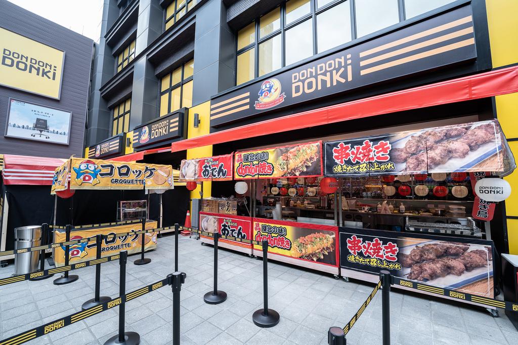 5-1. 於日本美食區除了販售在多個地區掀起熱潮的烤甜蕃薯外,還有Don Don燒、關西煮、串燒等暖心即食商品。(圖片由DON DON DONKI提供).jpg
