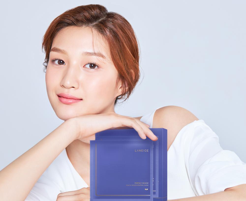LANEIGE 蘭芝 完美新生氣墊緊緻面膜 with model.jpg
