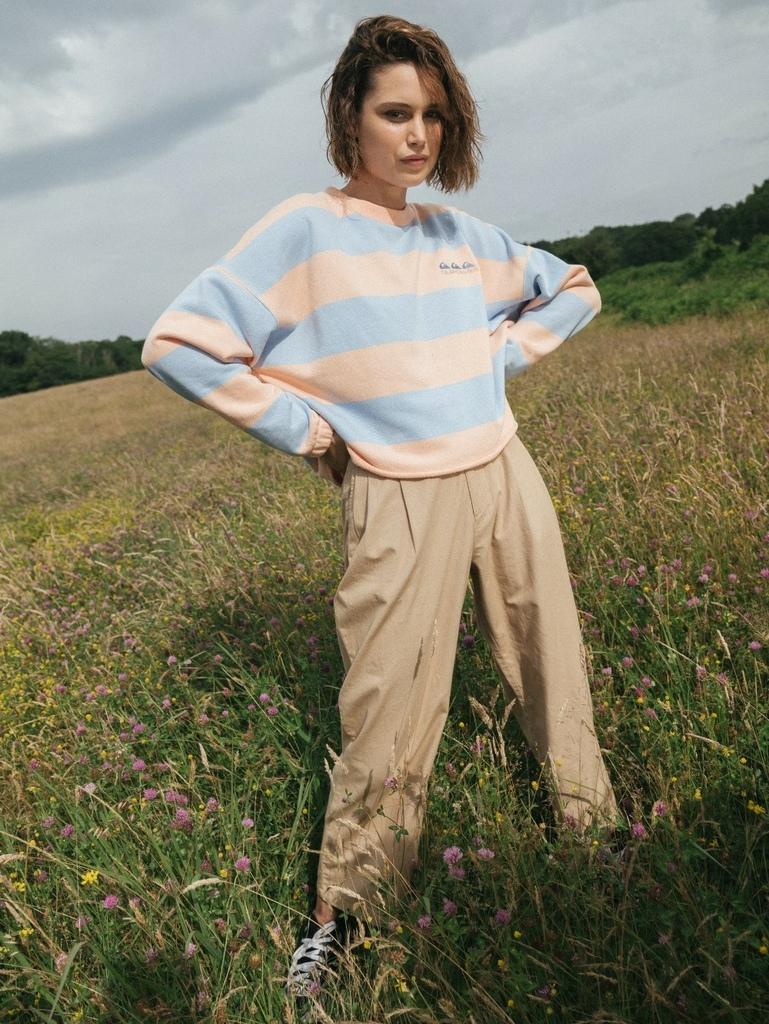 Quiksilver Womens Collection簡約條紋短版衛衣,以跳色設計呈現衝浪文化的活潑氣息。-1.jpg