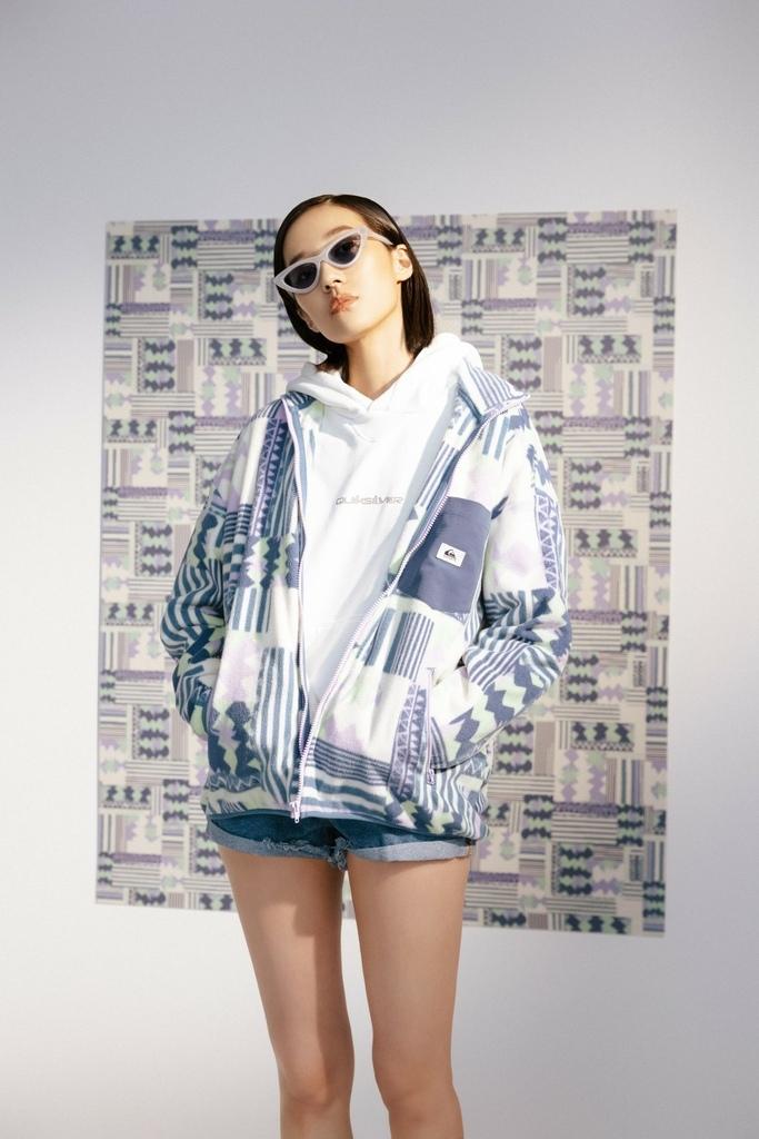 Heritage Thrift圖騰外套以落肩設計營造輕鬆感,對比色調搭配珊瑚絨材質,毫不費力展現有型休閒穿搭!-2.jpg