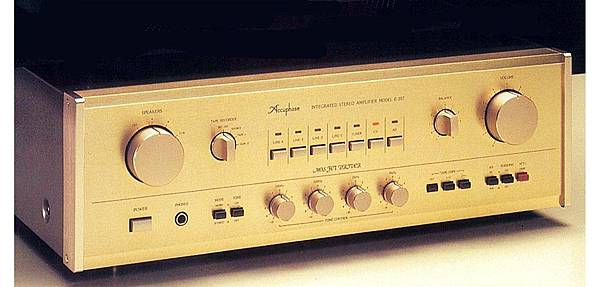 ACCUPHASE E-207.jpg
