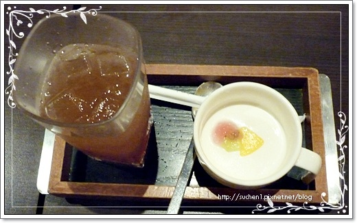 家敏 點的是寒天脆梅汁+果漾鮮奶洛