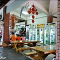 26神木旁的餐廳.JPG