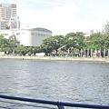 去愛河邊散步