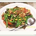 這盤我叫他什錦菜有甜豆XX螺肉和海蔘好像還有干貝耶