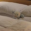 小白先試躺下遠企的床..