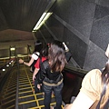坐手扶梯也被側拍