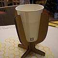 紙做的杯架