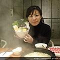 菁仔是酸菜白肉鍋所以菜盤比較小