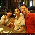 媽媽和乾弟弟全家福