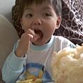 2009-10-22 dd吃菠蘿.jpg
