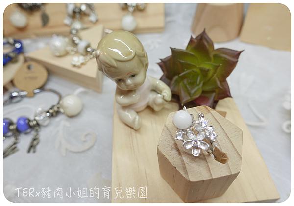 固體 花朵鋯石戒指實拍.png