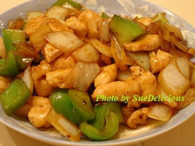 黑椒醬快炒青椒鷄丁 (Stir-fry Chicken and Bell Peppers with Black Pepper Sauce)