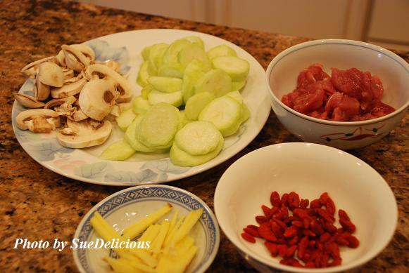 肉片絲瓜枸杞湯麫