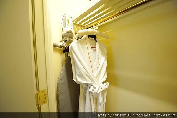 威尼斯人浴袍、熨斗、燙衣架