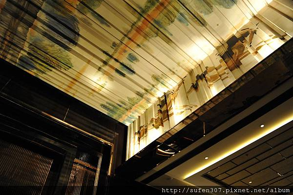 the Ritz-Cartlon Lobby天花板