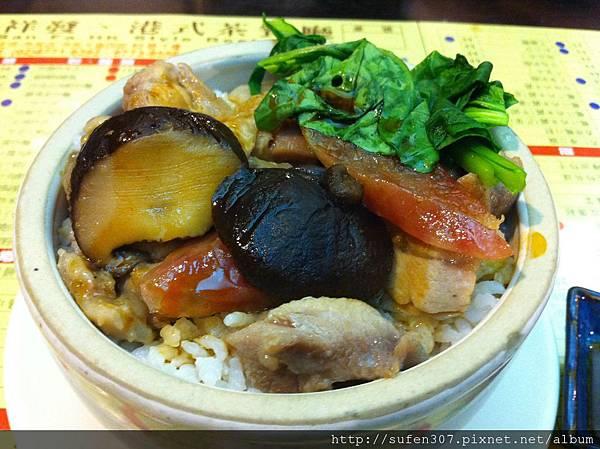 腊腸北菇蒸滑雞飯