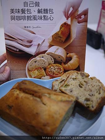 4-16蜜糖香蕉米麵包.JPG