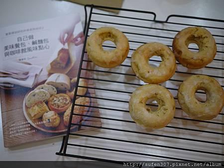 肉桂蘋果烤甜甜圈