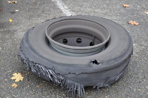 破輪胎被挖出來啦