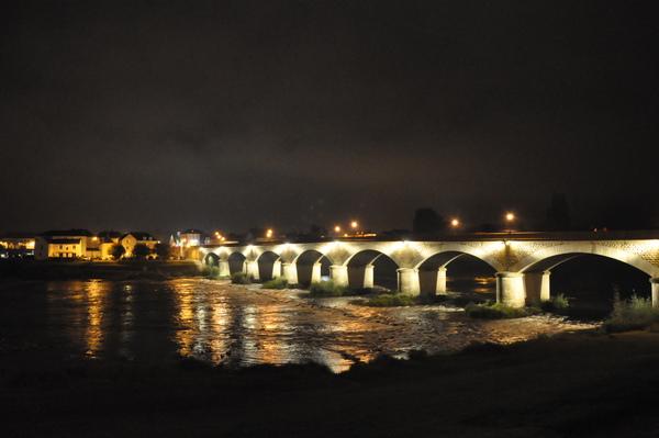 Amboise城對面河道