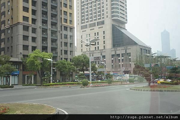 右邊那個建築物就是我們住的飯店-寒軒