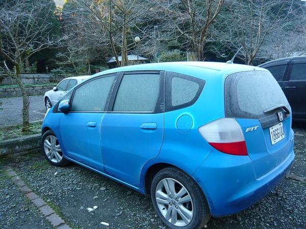 車子也結霜..這是我們的小車FIT