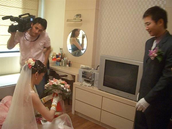 拿到捧花的新娘