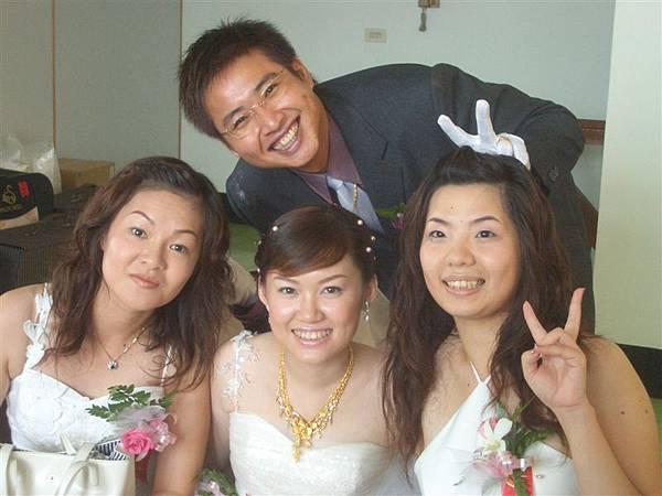 新人和兩個伴娘