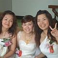 郁芳和兩個伴娘