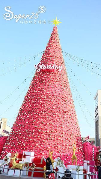 華泰名品城粉紅聖誕樹11.jpg