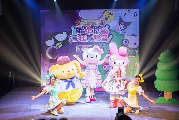 01 三麗鷗音樂劇《酷企鵝瘋狂實驗室》今日(11月7日)在台北華山烏梅劇場舉辦記者會,由Hello Kitty帶領三麗鷗明星角色們為明年的音樂劇帶來精彩的前導歌舞秀。.jpg