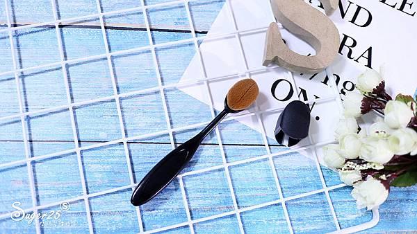CINQUAIN 3D光感精華粉底SPF50 3.jpg