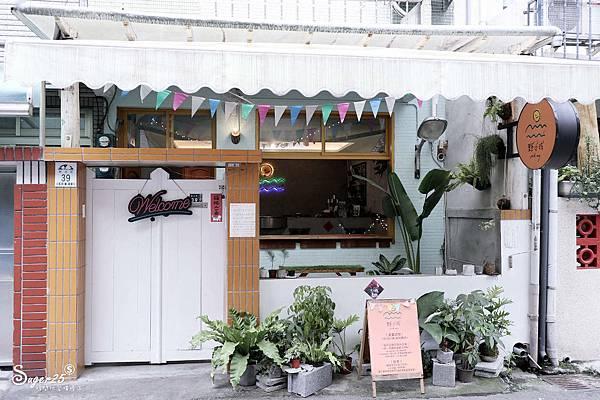 宜蘭羅東野小孩吃車輪餅配咖啡2.jpg