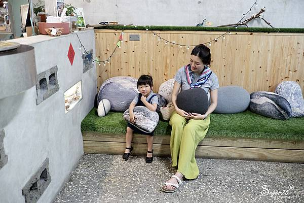 宜蘭羅東野小孩吃車輪餅配咖啡13.jpg
