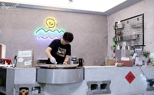 宜蘭羅東野小孩吃車輪餅配咖啡11.jpg