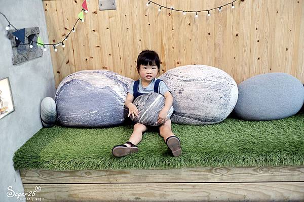 宜蘭羅東野小孩吃車輪餅配咖啡10.jpg