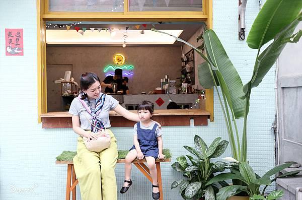 宜蘭羅東野小孩吃車輪餅配咖啡20.jpg