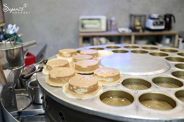 宜蘭羅東野小孩吃車輪餅配咖啡22.jpg