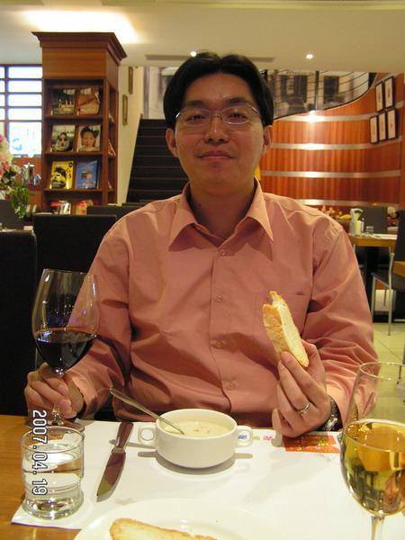 紅、白葡萄酒是因為今天生日,曹姐特別招待的