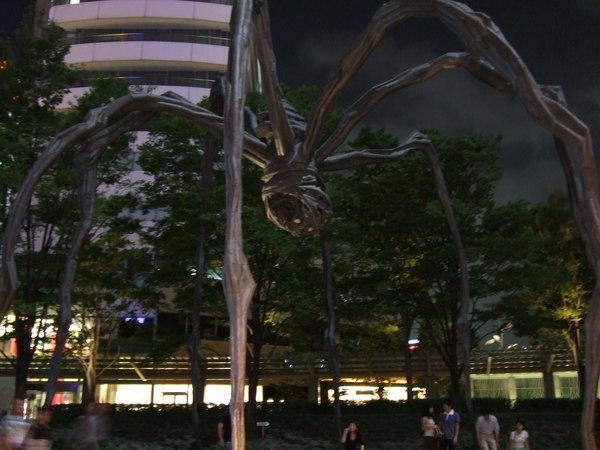 展望台外的大蜘蛛