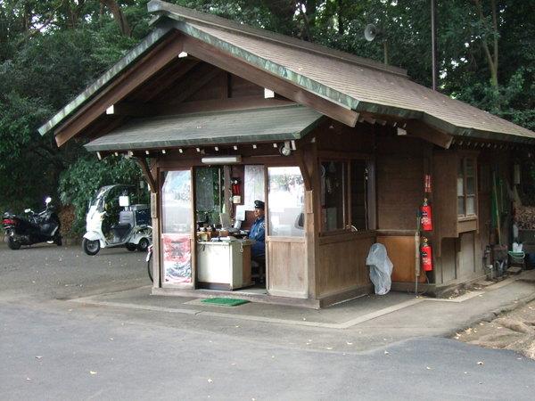 小木屋與警衛