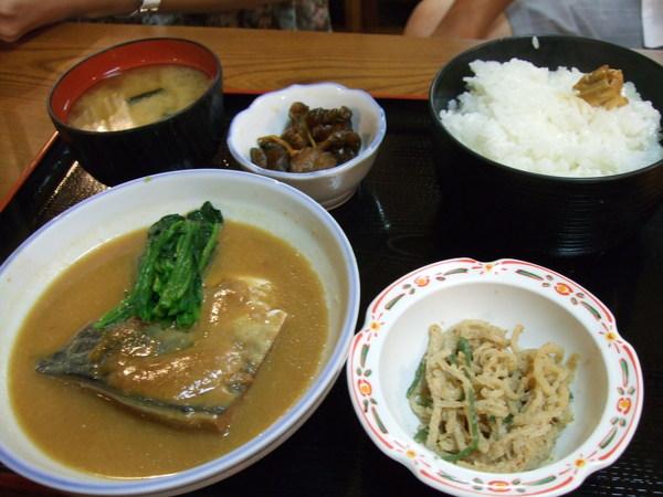 魔王的味噌青花魚定食