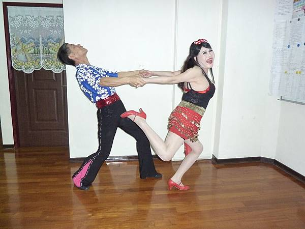 D124-趣味舞姿