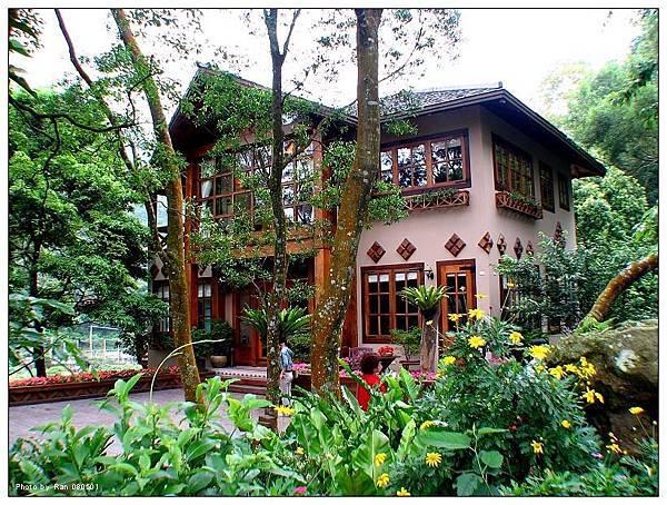 油桐花坊也有民宿,裝潢漂亮但是價位當然不便宜