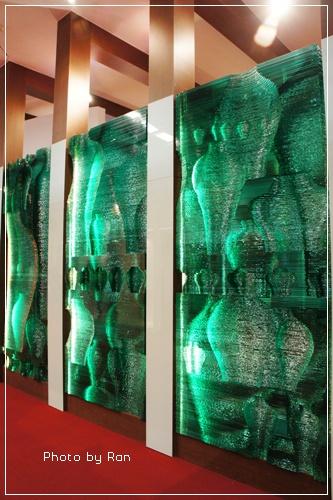 大片的玻璃牆