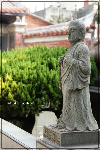 龍山寺前的羅漢像每尊都不同