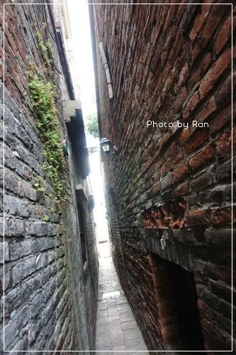 摸乳巷越到後面越窄